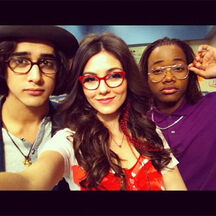 Nickelodeon-hotties-victorious-cast
