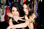 Ariana-and-Liz-ariana-grande-and-elizabeth-gillies-23714817-500-334