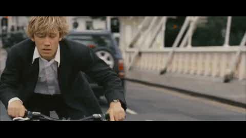 Alex Rider Operation Stormbreaker - alex chases white van