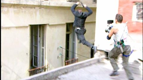 The Bourne Ultimatum (2007) - Behind the scenes Roof top jump into window