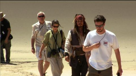 Pirates of the Caribbean On Stranger Tides (2011) - Bonus Clip Johnny's Return to Pirates