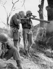 Soldier-firing-M18A1-recoilless-rifle-korea