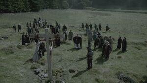 Епископ Эдмунд и солдаты распинают Этельстана