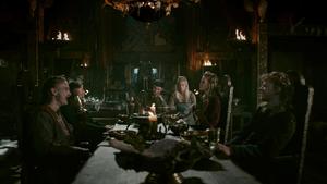 Аслауг за столом с сыновьями