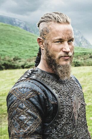 https://vignette.wikia.nocookie.net/vikingstv/images/b/b7/Ragnar_s2.jpg/revision/latest/scale-to-width-down/310?cb=20170115224647
