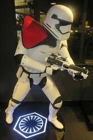 Statua di un sergente stormtrooper del Primo Ordine allo Star Wars Launch Bay ai Disney's Hollywood Studios