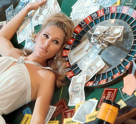 was vesper a traitor in casino royale