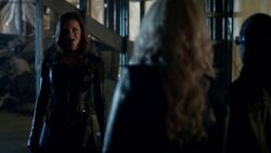 Black Siren confronts Cisco and Caitlin