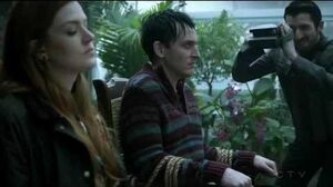Gotham 3x16 - Ivy helps Penguin to escape
