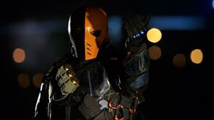Arrow-review-deathstroke-bus