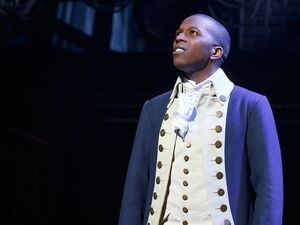 Leslie-odom-jr-as-aaron-burr