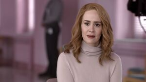 Sarah-paulson-glass-featured-1