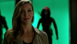 Earth-2 Laurel in Arrowcave