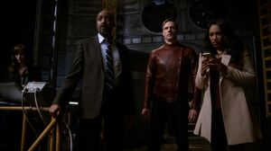 Team Flash waits for Barry's return