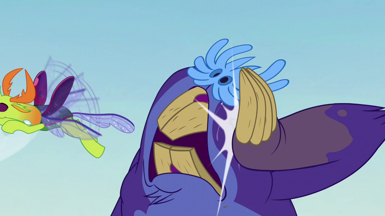 Maulwurf smacks its claw against its face S7E17