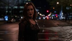 Black Siren confronts Flash