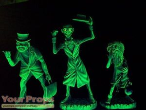 The-Haunted-Mansion-The-Hitchhiking-Ghosts-1