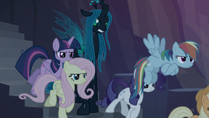 Clone ponies following Chrysalis' orders S8E13
