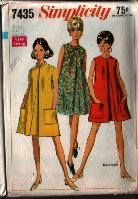 Simplicity 7435 front