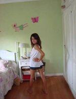 Tini in ihrem alten Zimmer