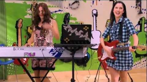 Violetta Momento musical - Francesca y Camila cantan Veo veo