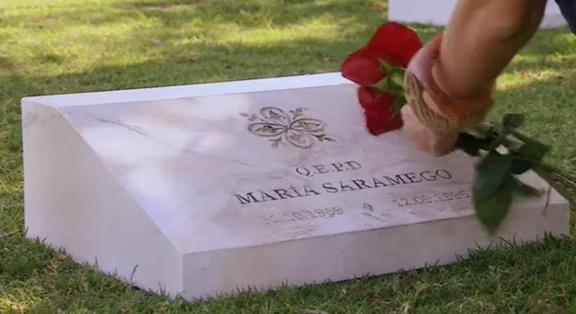 File:María's grave.png