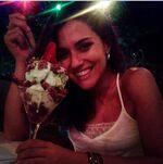 Alba eating