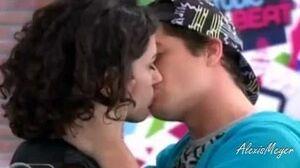 Violetta 2 Maxi y Naty vuelven y se besan - Capitulo77-0