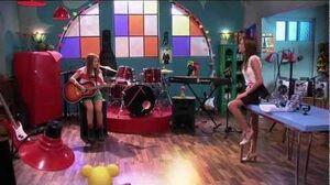 Violetta Lena sings Veo veo
