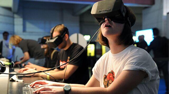 File:Oculus rift sideon 02.jpg
