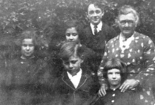 File:Vize children and Gran Norman ca 1838.jpg