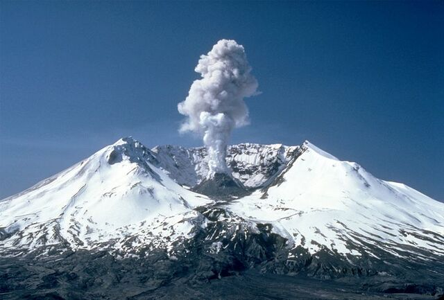 File:800px-MSH82 st helens plume from harrys ridge 05-19-82.jpg