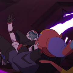 Keith demonstrating ability to summon bayard from one hand to another in battle.