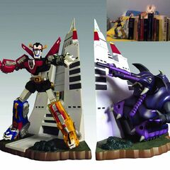Trunktank is featured on the limited-edition Voltron bookend set, and as such may be the only original series robeast to receive a full-scale sculpted representation!