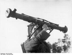 Bundesarchiv Bild 183-J08361, Entfernungsmesser einer Vierlings-Flak