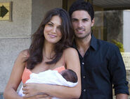 Mikel-Arteta-and-Lorena-Bernal-wags-8817473-409-314