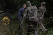 10x03 Negan killing walkers