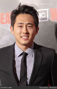 Steven-yeun-walking-dead-los-angeles-premiere-tye9sm