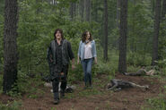 9x03 Daryl and Maggie looking around