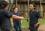 7x08-Hearts-Still-Beating-Daryl-Tara-and-Rick-the-walking-dead-40097144-500-352