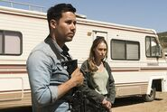 3x12-Brother-s-Keeper-Crazy-Dog-and-Alicia-fear-the-walking-dead-40713370-500-334