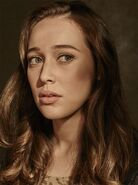 Fear-the-walking-dead-season-1-alicia-debnam-carey-cast-portrait-658
