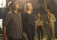Fear-the-walking-dead-season-1-gallery-madison-dickens-travis-curtis-935-3