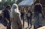 Nadia-hilker-the-walking-dead-908-still-004