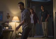Travis-Is-Scared-in-Fear-the-Walking-Dead-Season-1-750x522-1452535716