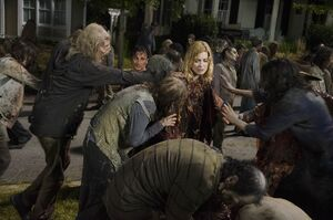 Twd s06e09 no-way-out looking-back still-25