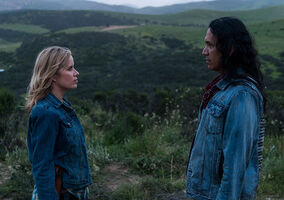 3x08-Children-of-Wrath-Madison-and-Qaletqa-fear-the-walking-dead-40557257-500-352