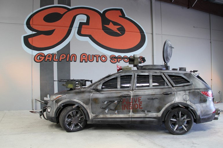 2013 Hyundai Santa Fe Zombie Survival Machine | Walking Dead