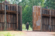 Jesus-Enters-The-Hilltop-in-The-Walking-Dead-Season-6-Episode-11