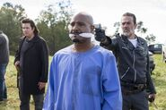 8x16-Wrath-Eugene-Gabriel-and-Negan-the-walking-dead-41277410-500-333